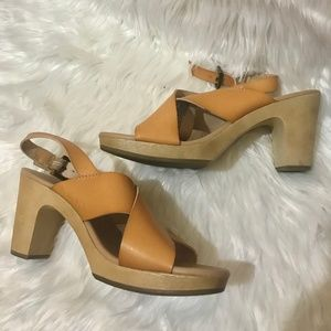 OLD NAVY / Tan Faux Leather Block Sandals / SZ 8